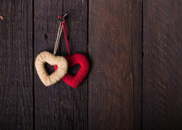 Cuore rosso per donare e filantropia assistenza sanitaria donazione di organi d'amore assicurazione sulla famiglia e concetto di csr giornata mondiale del cuore giornata mondiale della salute / concetti di condivisione del dare o del giorno di san valentino Foto Premium