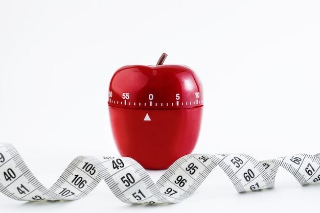 Timer da cucina rosso sotto forma di una mela rossa Foto Premium