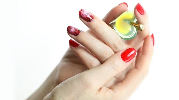 Unghie rosse per manicure Foto Premium