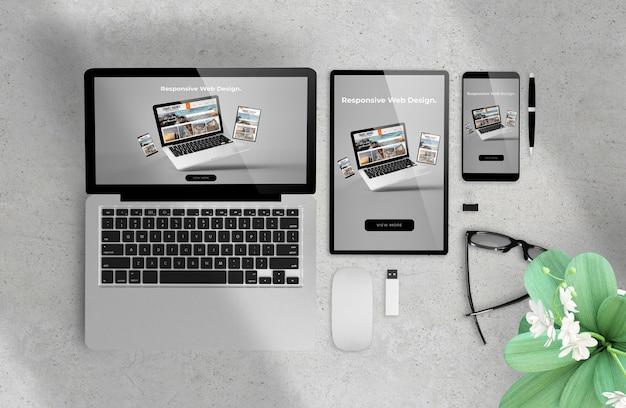 Responsive web design su dispositivi rendering 3d Foto Premium