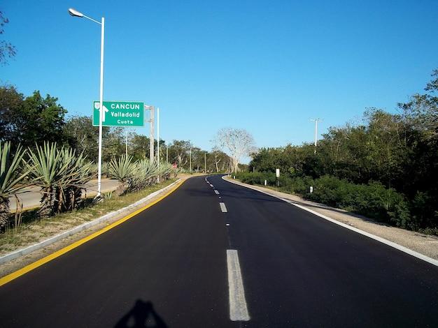 La strada per cancun sullo yucatan, in messico Foto Premium