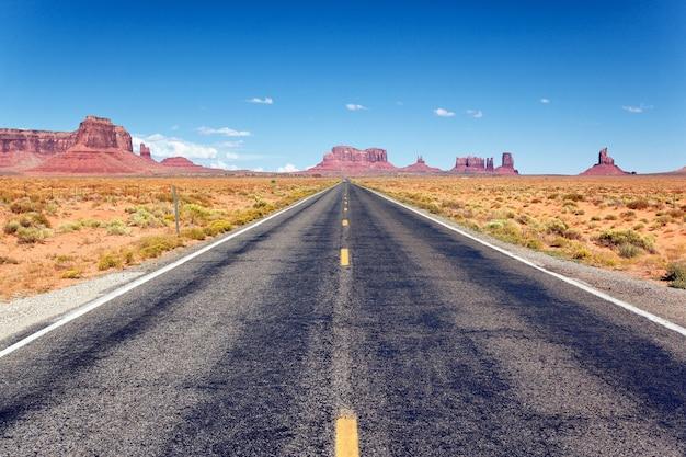 Strada per la monument valley, arizona Foto Premium