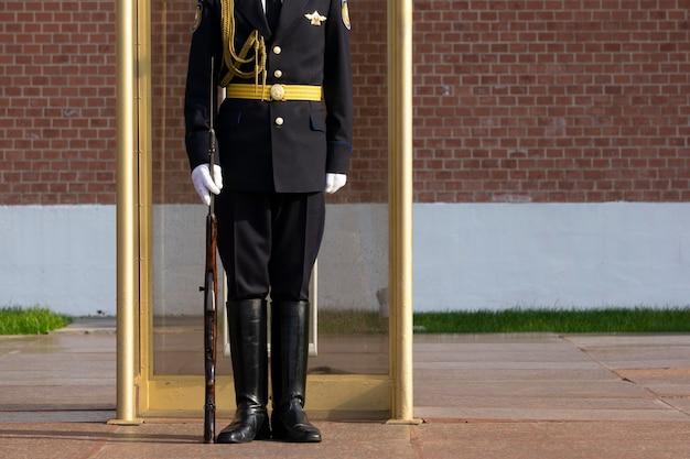 Soldato russo di guardia al cremlino di mosca Foto Premium