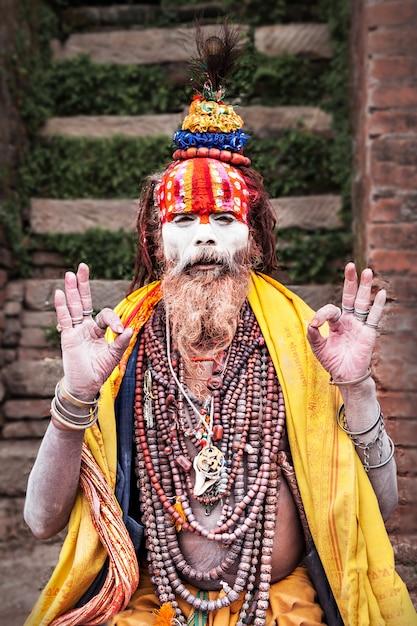 Sadhu al tempio di pashupatinath Foto Premium