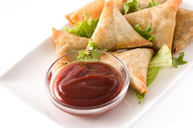 Samosa con carne e verdure Foto Premium