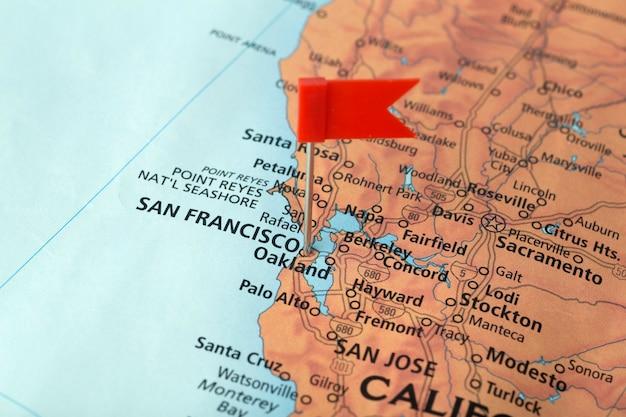 San francisco e california sulla mappa degli stati uniti. viaggia negli usa Foto Premium