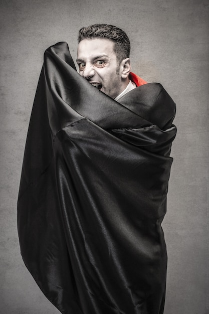 Dracula spaventoso ad halloween Foto Premium