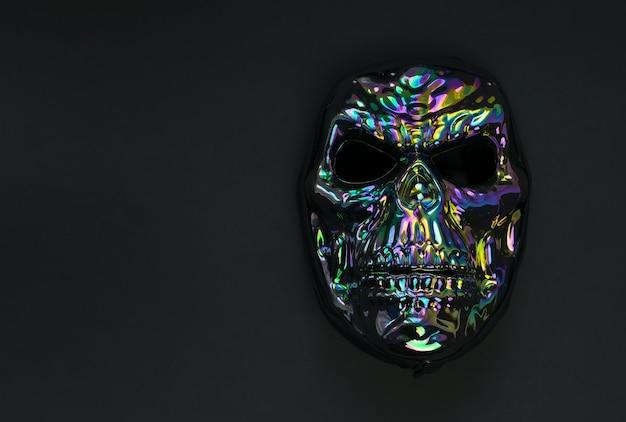 Maschera spaventosa a forma di teschio su fondo nero Foto Premium