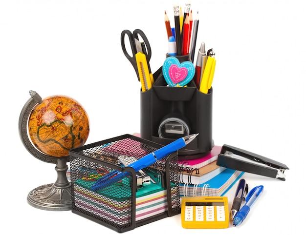 Materiale scolastico sul tavolo Foto Premium