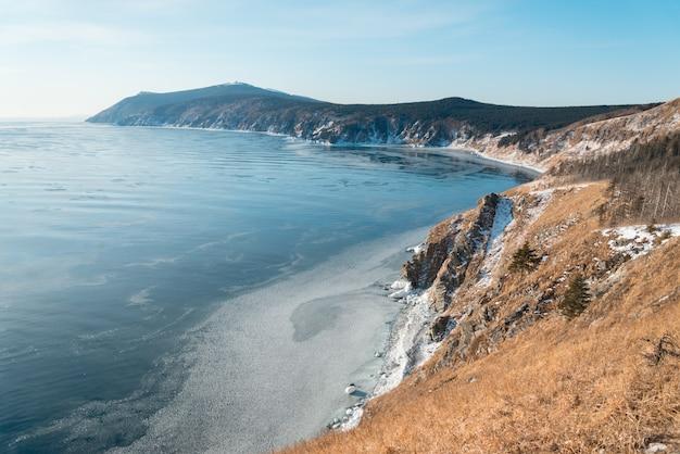 Costa del mare in inverno Foto Premium