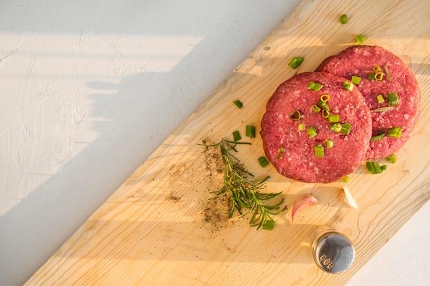Carne condita per hamburger Foto Premium