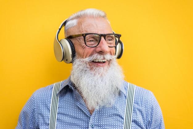 Ritratto di uomo anziano hipster Foto Premium