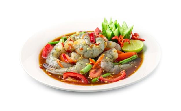 Insalata piccante dei gamberi in salsa di pesce marinata alimento tailandese piccante Foto Premium