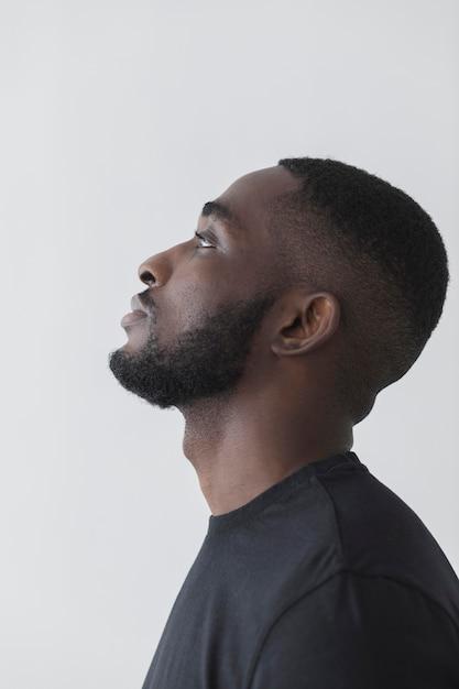 Persona nera americana di vista laterale Foto Premium