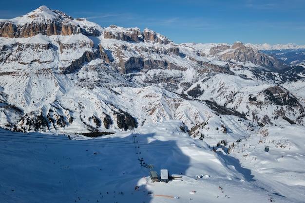 Stazione sciistica nelle dolomiti, italia Foto Premium