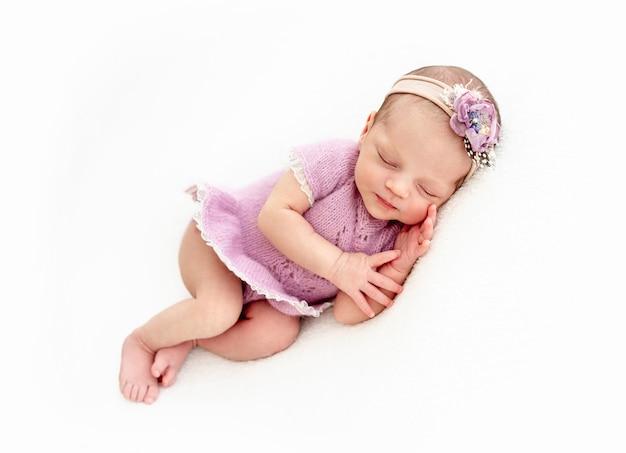 Neonata addormentata Foto Premium