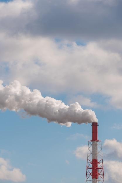 Fumaiolo da camino industriale. Foto Premium