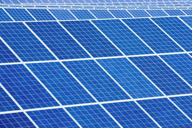 Estratto del dettaglio del pannello solare - fonte di energia rinnovabile Foto Premium