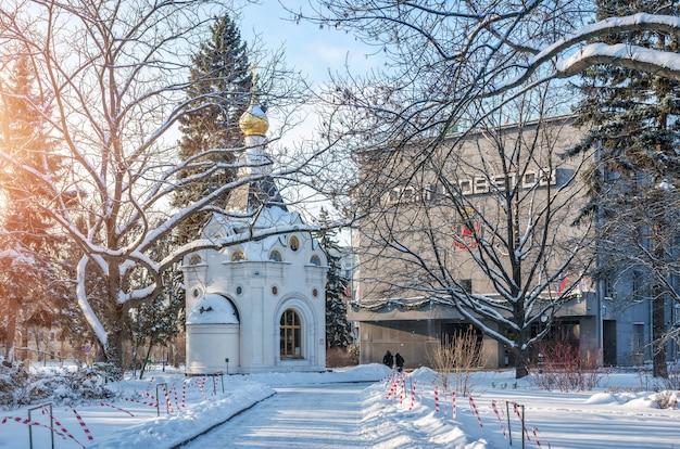 Cappella spasskaya e casa dei soviet nel cremlino di nizhny novgorod Foto Premium