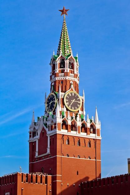 Spasskaya red kremlin tower nella città di mosca, russia Foto Premium