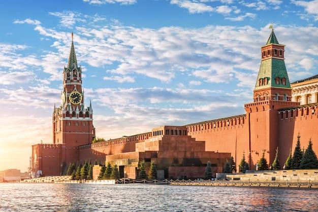 Torre spasskaya, mausoleo e mura del cremlino di mosca Foto Premium