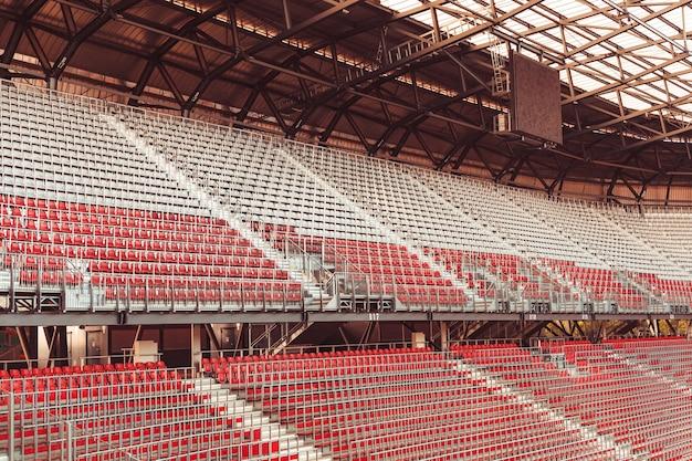 Stadio senza spettatori durante la partita durante il coronavirus. Foto Premium
