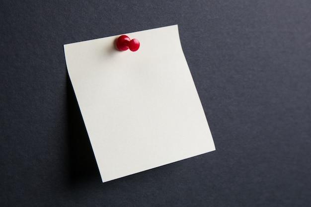 Stick note sul muro nero Foto Premium