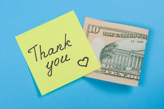 Adesivo con parola grazie e denaro contante Foto Premium