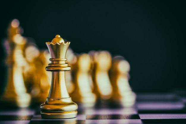 Gioco di scacchi di strategia gioco di sfida di intelligenza sulla scacchiera. Foto Premium