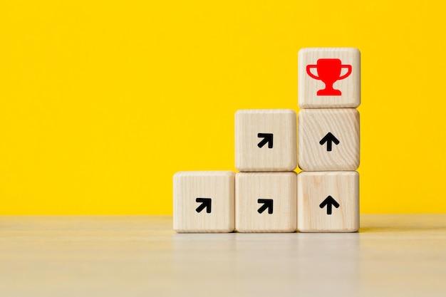 Sforzarsi per un obiettivo. idea, innovazione il concetto di leadership. . il concetto di business mondiale, marketing, finanza. Foto Premium