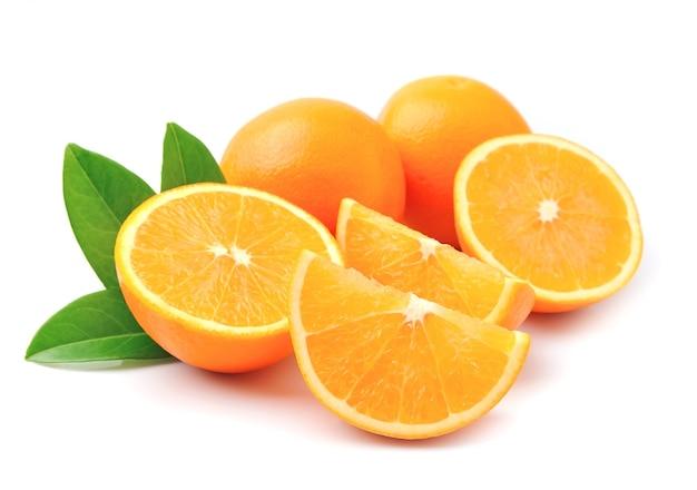 Frutta arancia dolce con foglie Foto Premium