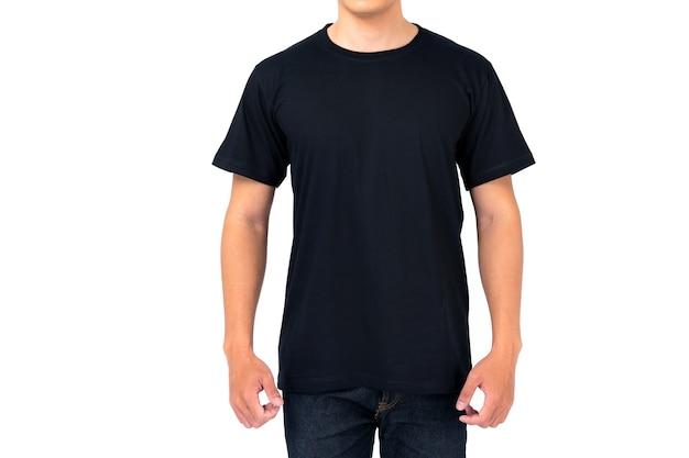 Design t-shirt, giovane uomo in maglietta nera isolato su sfondo bianco Foto Premium