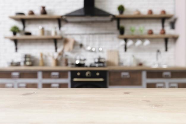 Ripiano del tavolo con cucina moderna elegante in background Foto Premium