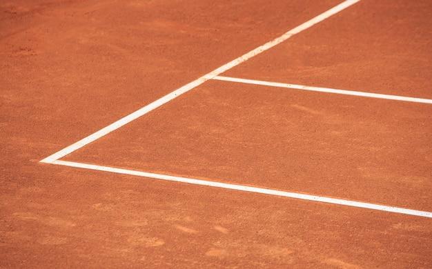 Primo piano del campo da tennis in terra battuta Foto Premium