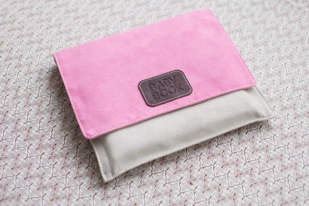 Scatola in tessuto con stampa decorativa. Foto Premium