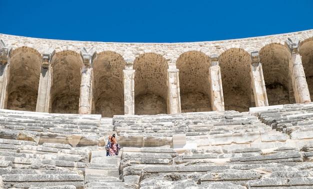Il teatro di aspendos antica città greca - aspendos anfiteatro antalya turchia Foto Premium