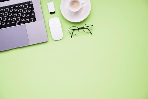 Spazio di lavoro ordinato con spazio di copia Foto Premium