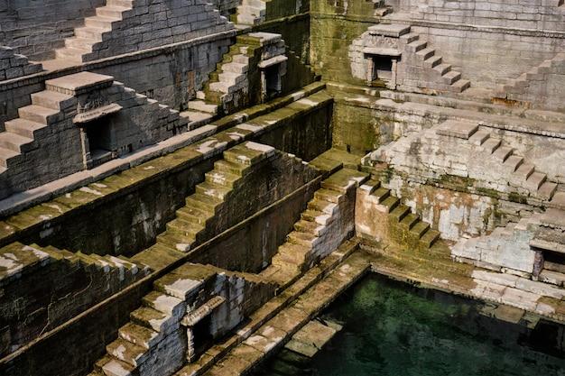 Toorji ka jhalra bavdi stepwell. jodhpur, rajasthan, india Foto Premium