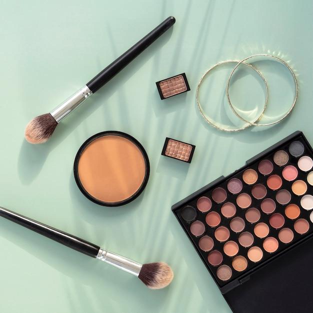 Vista dall'alto prodotti cosmetici di bellezza Foto Premium
