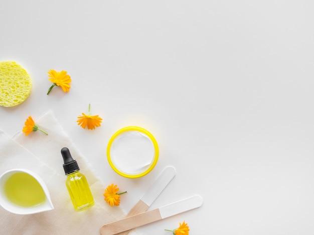 Prodotti per la cura della pelle agli agrumi vista dall'alto Foto Premium