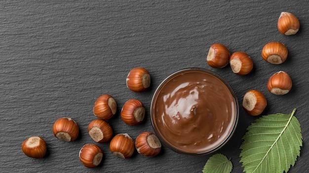 Vista dall'alto del delizioso cioccolato alla nocciola Foto Premium