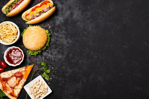 Vista dall'alto di fast food con spazio di copia Foto Premium
