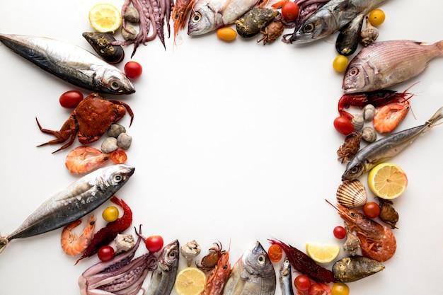 Vista dall'alto del telaio con assortimento di frutti di mare Foto Premium
