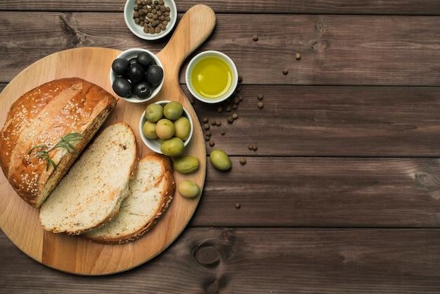 Vista dall'alto pane fatto in casa con spazio di copia Foto Premium