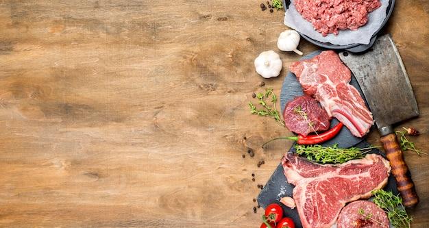 Vista dall'alto di carne con spazio di copia Foto Premium
