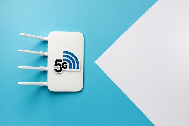 Vista dall'alto del router wi-fi con velocità 5g e spazio per la copia Foto Premium