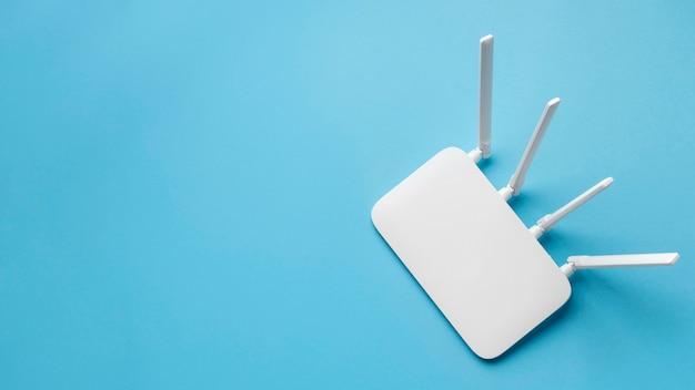Vista dall'alto del router wi-fi con copia spazio Foto Premium