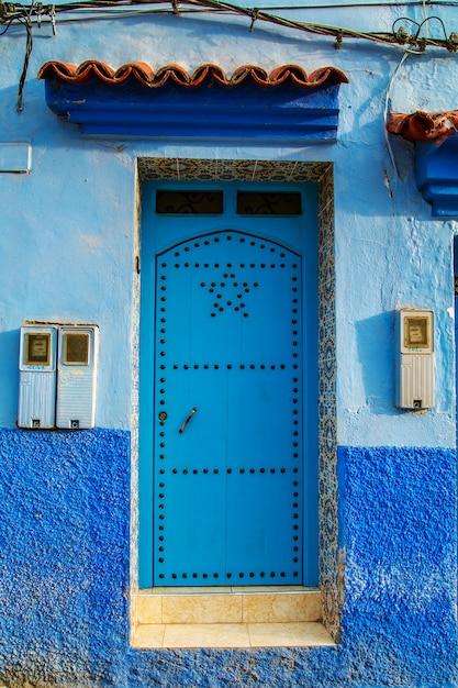 Porte orientali tradizionali con ornamento in marocco. Foto Premium