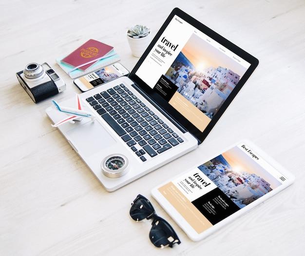 Il sito web dell'agenzia di viaggi risponde con alcuni elementi essenziali Foto Premium