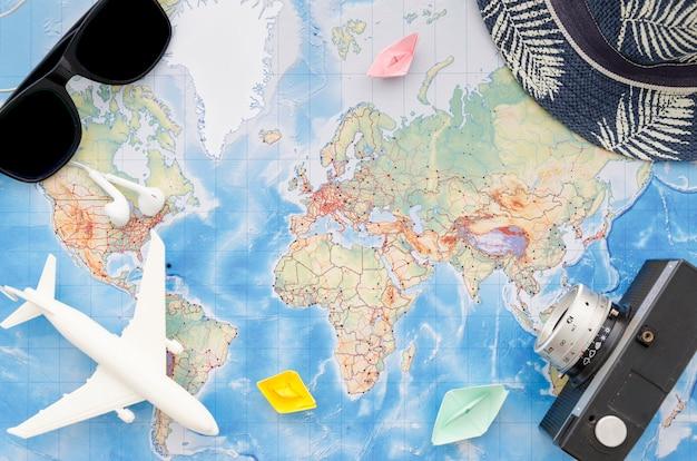 Accessori da viaggio e mappa Foto Premium